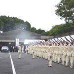加藤紘一氏合同葬、青山葬儀所で。陸上自衛隊の儀仗で見送り