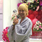 浜田ブリトニーさんの生前葬。ピンク尽くしの祭壇に「パねぇっす」