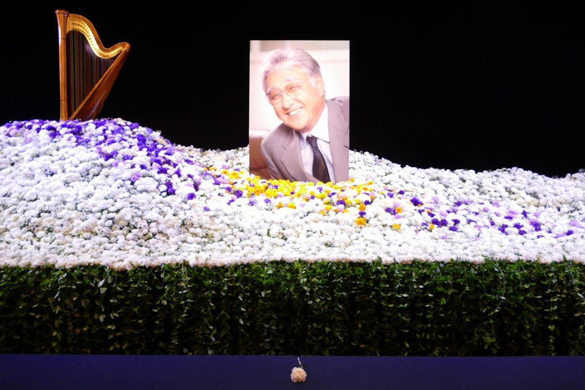 元劇団四季代表 浅利慶太さんのお別れの会。ミュージカルの名曲生演奏と献花で追悼