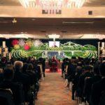 故郷の景色を織り込んだ祭壇で、地域活性化に尽力した故人を讃える。石川勝三氏のお葬式