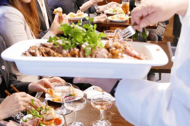 供養業界女性経営者の会_WDI自慢の肉料理を海の上で