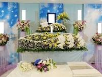 市川市斎場(第二式場)でヒマワリをアレンジした花祭壇