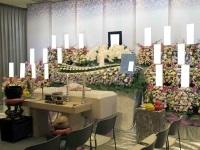 千代田万世会館でたくさんのお花に囲まれたお葬式