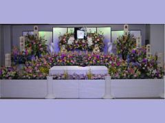 安心と納得の内容・料金で。ご家族が最も望まれる形のご葬儀をお手伝い