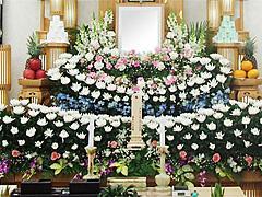 感謝の気持ちを込めて、故人様らしい葬送を。大切な「絆」の橋渡しを担う葬儀社